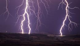 ברקים בין עננים לכדור הארץ הם רק 25% מכל הברקים בסופות רעמים