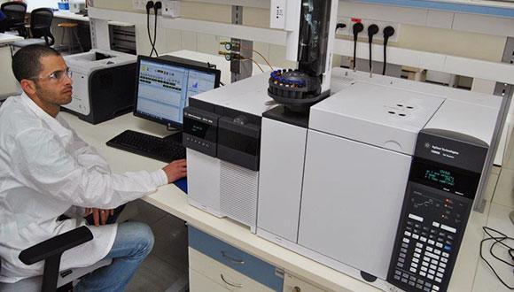 המעבדה האוניברסיטאית לכימיה אנליטית
